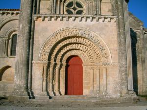 Aulnay-de-Saintonge church - Portal of the Saint-Pierre church (Romanesque art)
