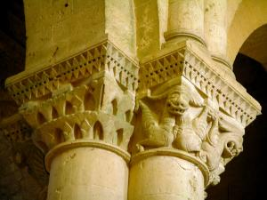 Aulnay-de-Saintonge church - Pillar of the Saint-Pierre church (Romanesque art)