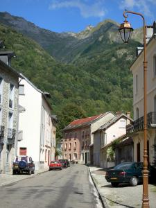 Aulus-les-Bains - Lamppost, street and houses of the village (spa town), forest and mountain of Upper Couserans overlooking the place