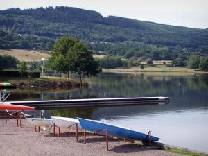 Autun - Vallon expanse of water, pontoon, shores, leisure center (water sports centre), boats, trees and forest