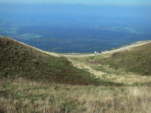 Auvergne Volcanic Regional Nature Park - Footpath of the Puy de Dome volcano (Puys mountains, Monts Dome), view of the surrounding landscapes