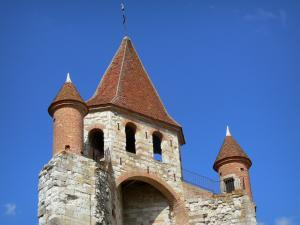 Auvillar - Bell tower of the Saint-Pierre church (former Benedictine priory) and turrets