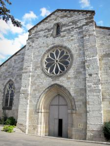 Auvillar - Portal and rose window of Saint-Pierre church (former Benedictine priory)
