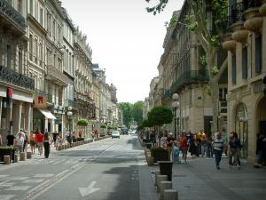 Avignon - Republic street with its shops