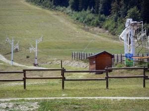 Ax 3 Domaines - Ax Trois Domaines: ski resort of Ax-Bonascre (Bonascre ski area): ski lift and track in summer