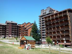 Ax 3 Domaines - Ax Trois Domaines: buildings in the ski resort of Ax-Bonascre