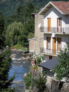 Ax-les-Thermes - Spa town: house beside the river