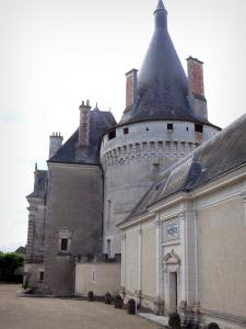 Azay-le-Ferron castle - Tower with battlements and the facade of the castle