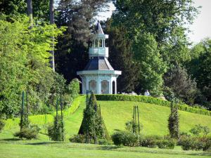 Bagatelle park - Kiosk in a green environment