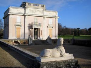 Bagatelle park - Façade of the Bagatelle castle and courtyard adorned with sphinxes