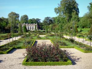 Bagatelle park - Bagatelle rose garden overlooking the orangery