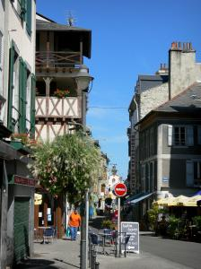 Bagnères-de-Bigorre - Spa town: Street of the old town lined with houses
