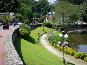 Bagnoles-de-l'Orne - Spa town: walk along the lake