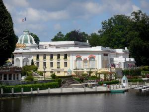Bagnoles-de-l'Orne - Spa town: Casino on the lake