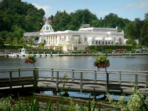 Bagnoles-de-l'Orne - Spa town: lakeside promenade overlooking the Casino