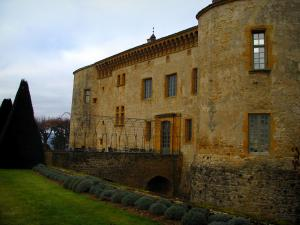 Bagnols - Castle and its garden in the Pierres Dorées (golden stones) area
