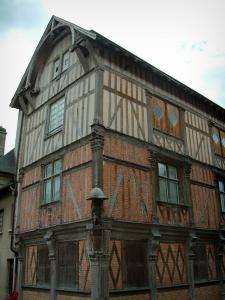 Bar-sur-Seine - Renaissance house (residence mixing bricks, timber framings and carved beams) with a statue of holy Roch and his dog