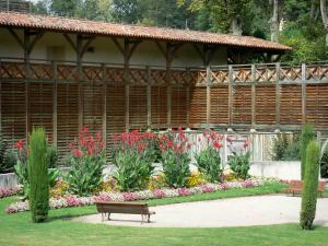 Barbotan-les-Thermes - Spa town (in Cazaubon): Thermes (thermal baths) and park with benches and flowers