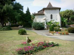 Barbotan-les-Thermes - Spa town (in Cazaubon): Saint-Pierre church and park with flowers, banana trees