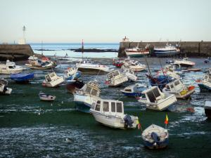 Barfleur - Leisure boats at ebb tide and lights of the port