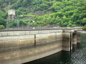 Barrage du Chastang - Hydroelectric dam and water reservoir upstream