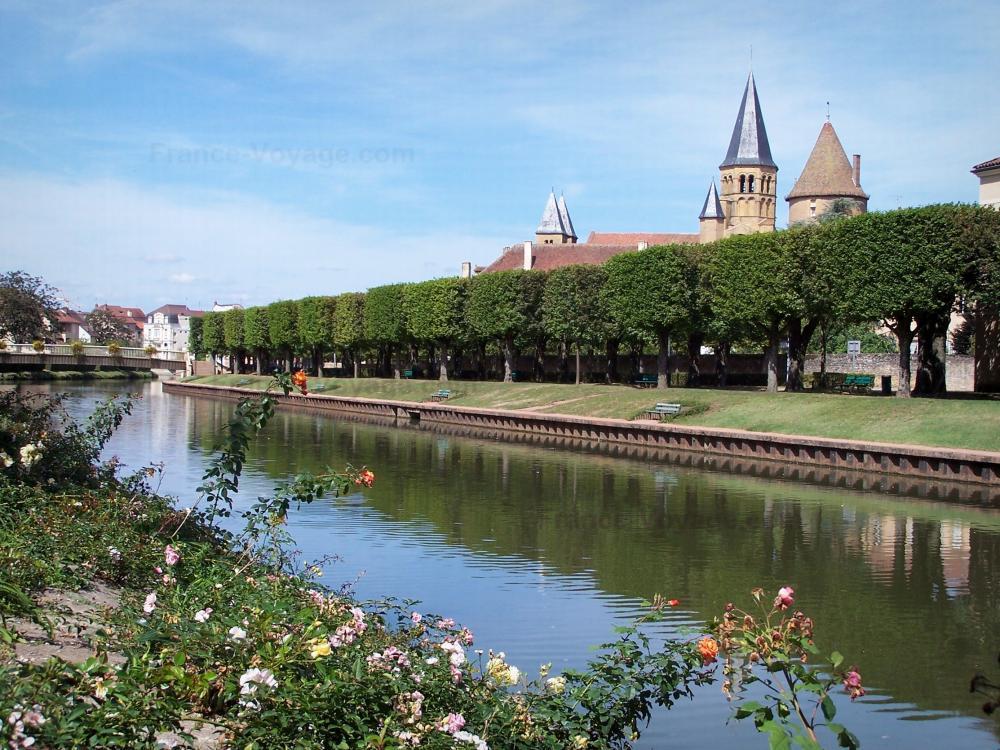 Foto la basilica di paray le monial guida turismo e for La piattaforma del secondo piano progetta le immagini