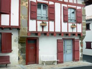 La Bastide-Clairence - White half-timbered house with red shutters