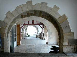 La Bastide-Clairence - Under the arches