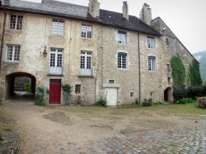 Baume-les-Messieurs - Abbey: abbatial buildings, arched passage and yard