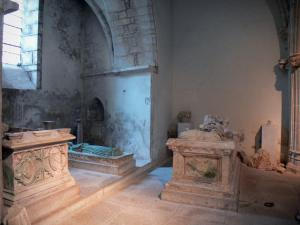 Baume-les-Messieurs - Abbey: tombs, recumbent effigies (statues, sculptures funeral), in the Saint-Pierre abbey church