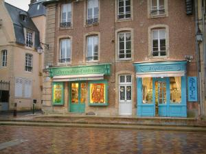 Bayeux - House and shops of the Notre-Dame square