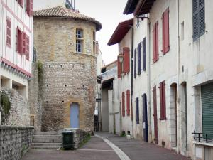 Bayonne - Plachotte Romanesque tower, facades of houses and narrow street of the old Bayonne