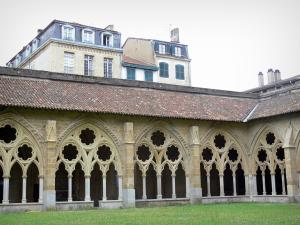 Bayonne - Gothic cloister of the Sainte-Marie cathedral and facades of houses in the old town