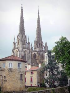 Bayonne - Steeple of the Sainte-Marie cathedral and tower of the Château-Vieux castle