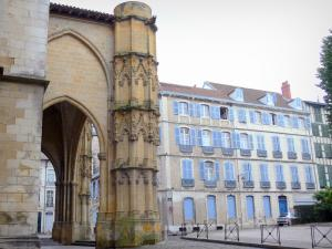 Bayonne - Porch of the Sainte-Marie cathedral and facades of the old town