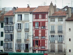 Bayonne - Facades of the old town