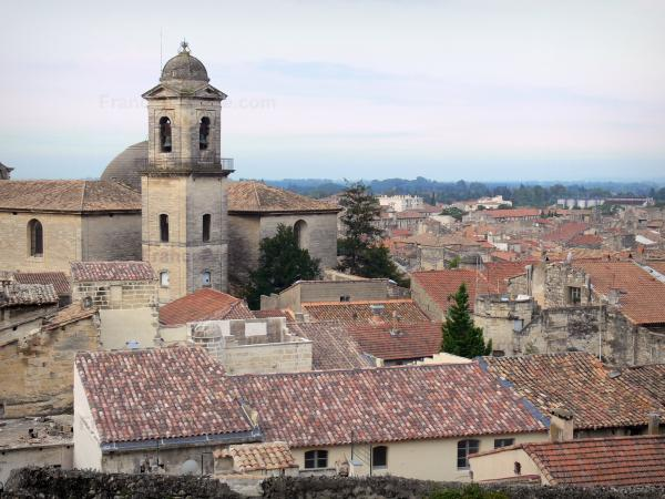 Beaucaire - Bell tower of the Notre-Dame-des-Pommiers church and roofs of houses in the old town