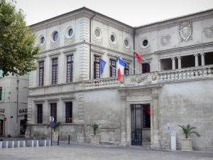 Beaucaire - Facade of the town hall and Georges Clemenceau square