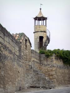 Beaucaire - Turret and enclosure (rampart) of the castle