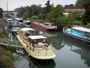 Beaucaire - Moored houseboats