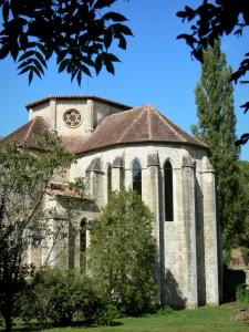 Beaulieu-en-Rouergue abbey - Former Cistercian abbey (contemporary art center): head of the abbey church of Gothic style and trees