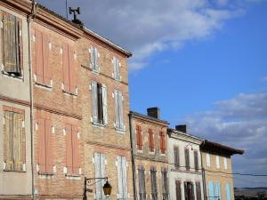 Beaumont-de-Lomagne - Facades of houses in the royal Bastide fortified town