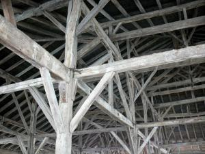 Beaumont-de-Lomagne - Wooden structure of the covered market hall