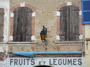 Beaumont-de-Lomagne - Facade of a house in the royal Bastide fortified town