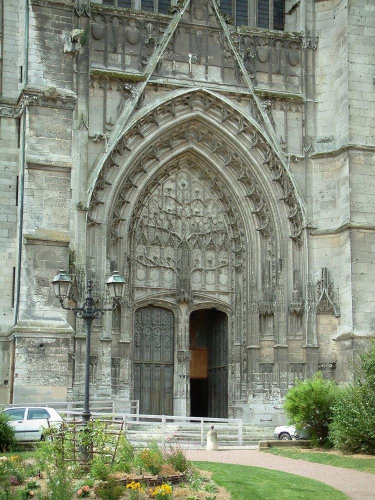 Foto beauvais e la sua cattedrale guida turismo e vacanze for Casa di architettura gotica