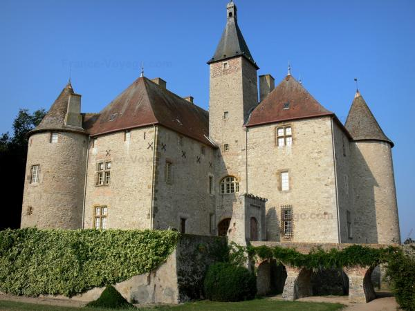 Beauvoir castle - Facade of the castle and bridge; in the town of Saint-Pourçain-sur-Besbre, in Besbre valley