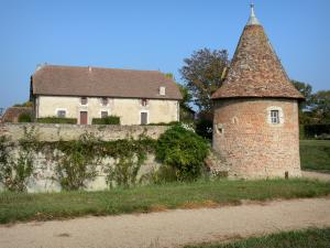Beauvoir castle - Outbuildings of the castle; in the town of Saint-Pourçain-sur-Besbre, in Besbre valley