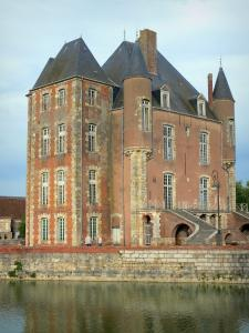 Bellegarde castle - Keep and moats