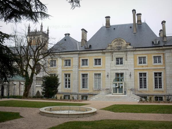 Belley - Episcopal palace of Classical style home to the town library, park and bell tower of the Saint-Jean-Baptiste cathedral; in Lower Bugey