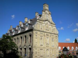 Bergues - Former pawnshop (brick and stone building of Flemish Renaissance style) home to the municipal museum